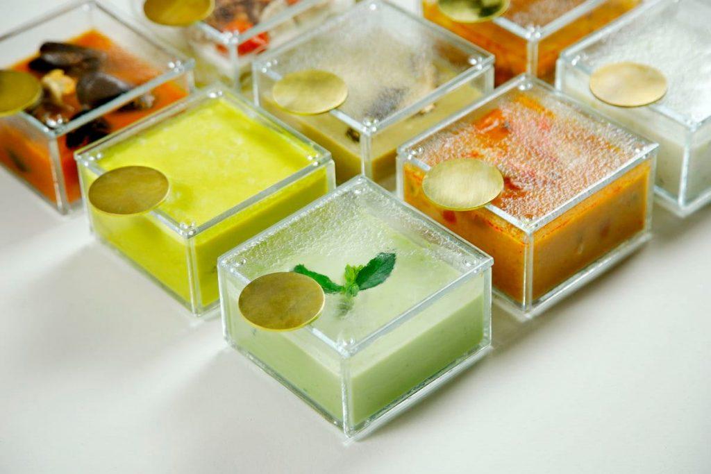 Soup bowls with lids