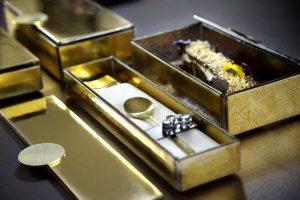 Bento Dessert in Gold Luxury Bento Box